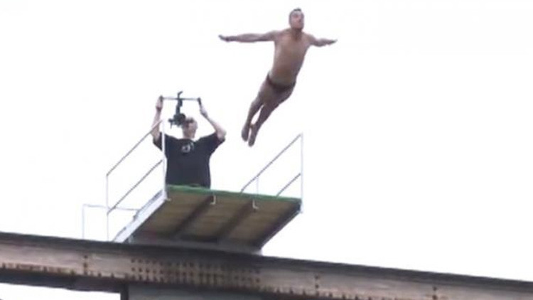 VIDEO: Un deportista esloveno fallece al realizar un salto desde un puente (18+)