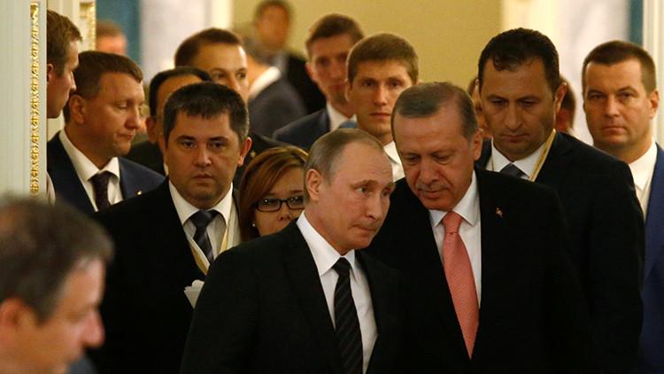 """""""Si Occidente 'pierde' a Turquía, será por sus propios errores y no por sus relaciones con Rusia"""""""