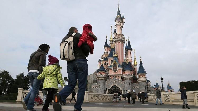 Evacúan Disneyland París por un paquete sospechoso