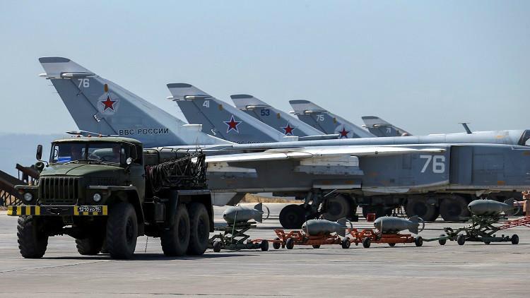 Aviones militares rusos en la base aérea Jmeimim, en Siria, el 18 de junio de 2016.