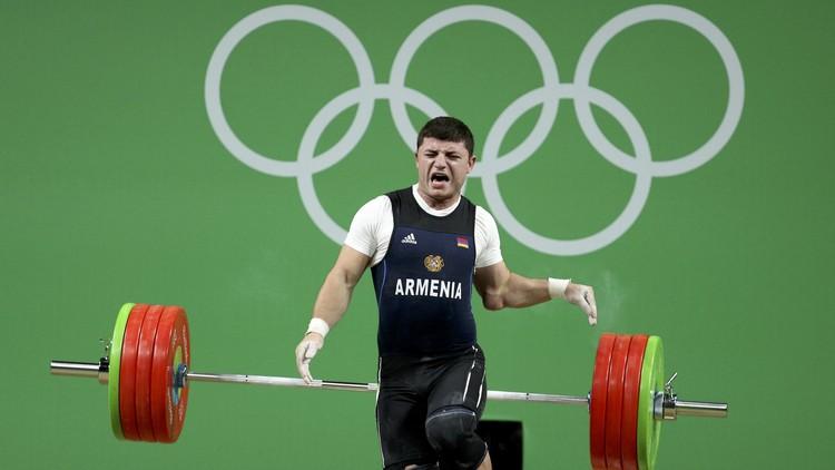 Así fue la espeluznante lesión del levantador de peso armenio Andránik Karapetyán (Fotos)