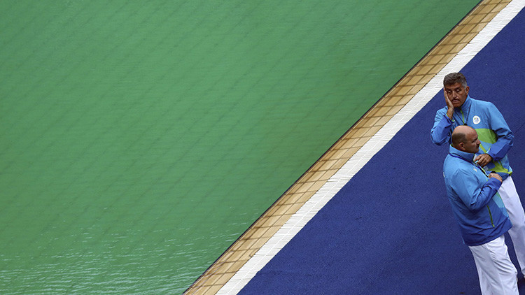 La 'maldición verde': Cambia de color el agua de una segunda piscina de los JJ.OO.