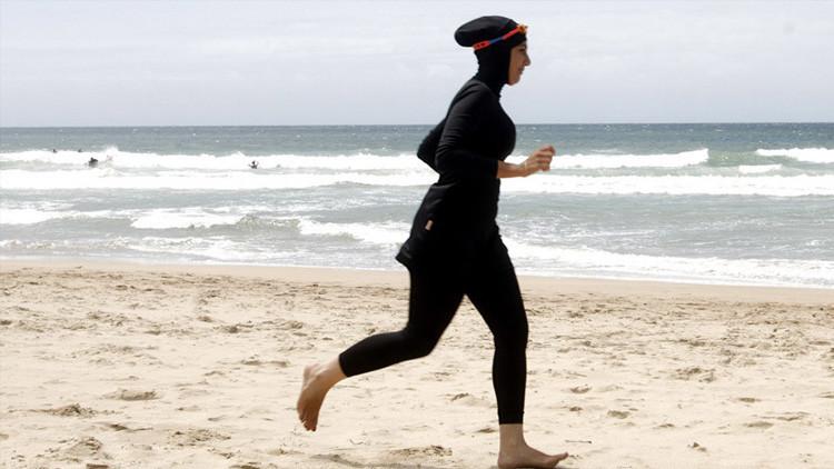 Francia: Cannes prohíbe los 'burkinis' en sus playas