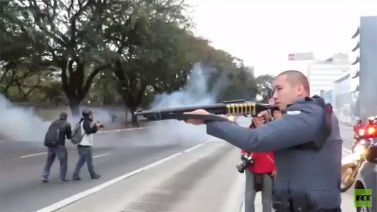 Brasil: La Policía usa balas de goma y gas lacrimógeno contra una protesta estudiantil (VIDEO)
