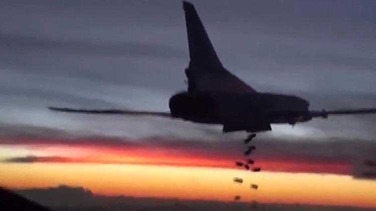 Video: Seis bombarderos rusos destruyen depósitos de armas del Estado Islámico en Siria