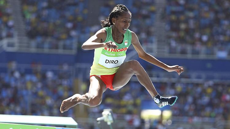 Río 2016: La atleta que finalizó una carrera con obstáculos con una sola zapatilla conmueve al mundo