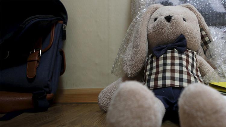 EE.UU.: La Policía encuentra un niño de 7 años que intentaba vender su peluche para poder comer