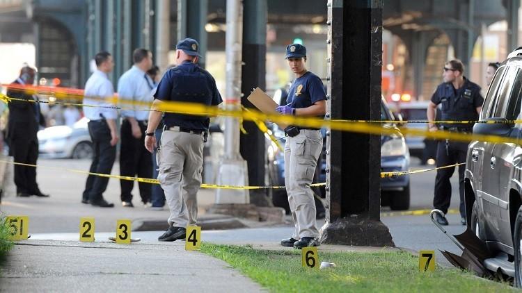 Los miembros del Departamento de Policía de Nueva York acordonan una zona en el barrio de Queens, Nueva York, donde el imán Maulana Akonjee fue asesinado, el 13 de agosto de 2016