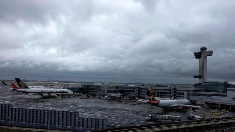 Evacúan una terminal del aeropuerto JFK de Nueva York por una falsa alerta de tiroteo