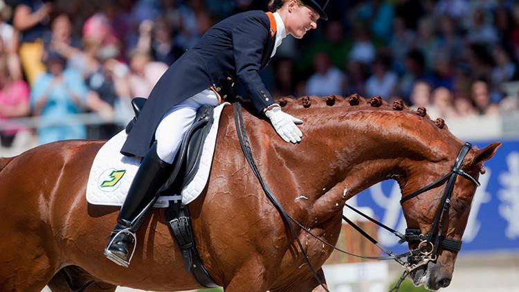 Una amazona neerlandesa se retira de los JJ.OO. para salvar su caballo