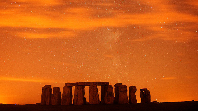 Hallan un antiguo templo de enormes dimensiones cerca de Stonehenge