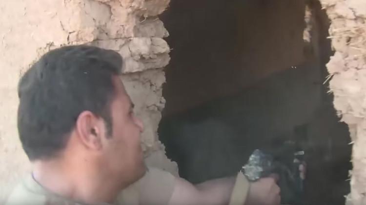 FUERTE VIDEO: Los kurdos matan a un terrorista del Estado Islámico en directo