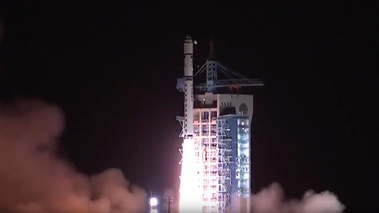 Video: China lanza con éxito el primer satélite de comunicación cuántica