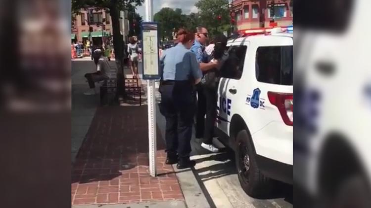Tratamiento brutal de la Policía de Washington a una mujer afroamericana (VIDEO)
