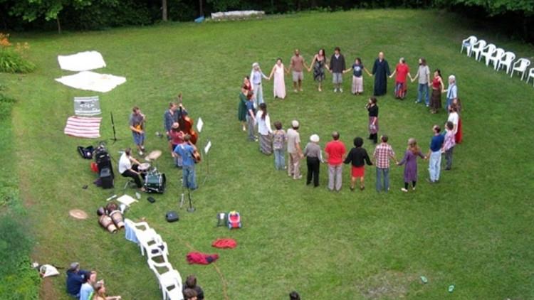 Viaje a la utopía: la vida de una comuna igualitaria en EE.UU.