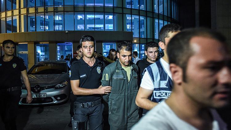 Turquía reduce su población carcelaria para dejar espacio a los golpistas