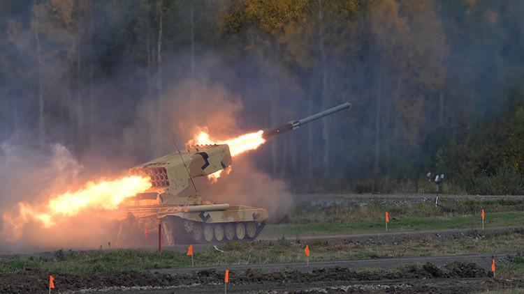 Así arrasa la tierra el novedoso lanzamisiles ruso TOS-1A Solntsepiok (VIDEO)
