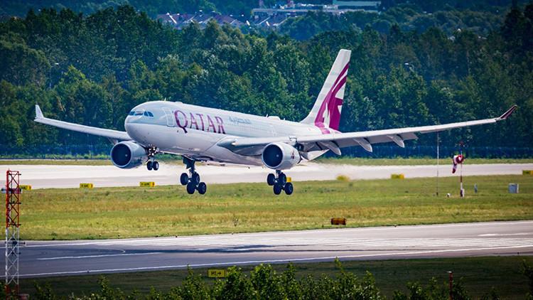 Un avión de Qatar Airways aterriza de emergencia en Estambul por un incendio en un motor