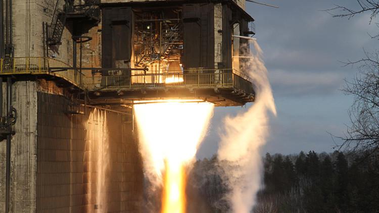 Prueba de encendido del motor del cohete espacial ruso Proton