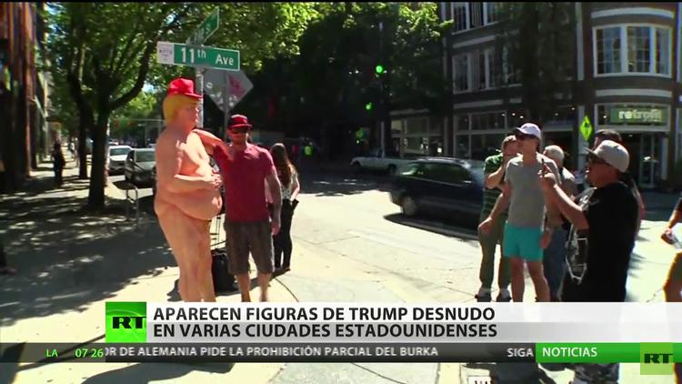 Aparecen figuras de Donald Trump desnudo en varias