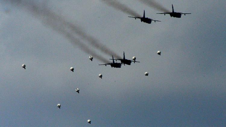 EE.UU. envía aviones para advertir a Siria contra los bombardeos cerca de las posiciones kurdas