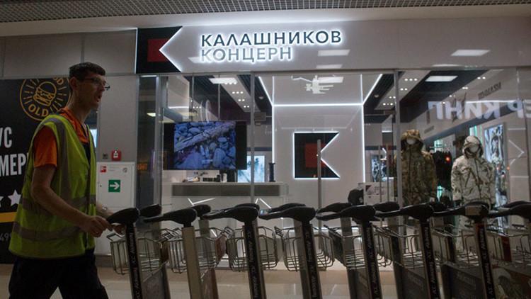 El consorcio Kaláshnikov abre una tienda de recuerdos en un aeropuerto de Moscú (VIDEO)
