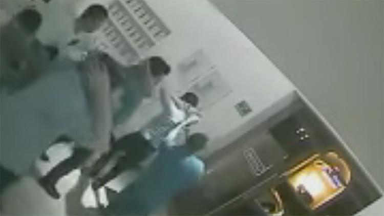 Captura de pantalla de las imágenes grabadas durante el secuestro por las cámaras de vigilancia del restaurante La Leche de Puerto Vallarta