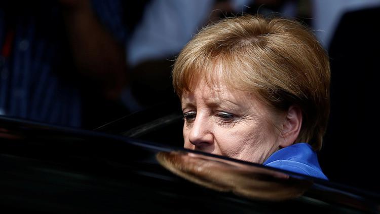 """""""Reflejo de insuficiencia e irresponsabilidad"""": los alemanes pierden la confianza en Merkel"""