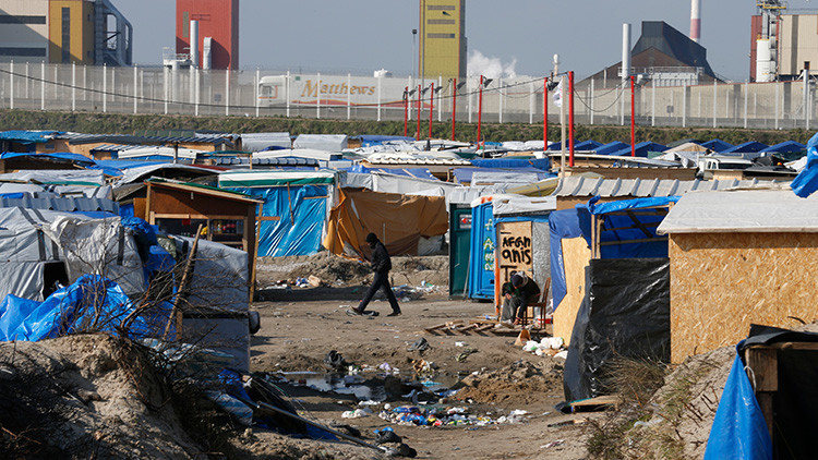 El campo de refugiados de Calais, una 'bomba' a punto de explotar