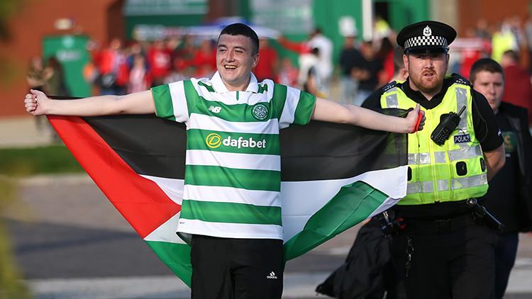 Fanáticos del Celtic que ondeen banderas de Palestina irán presos