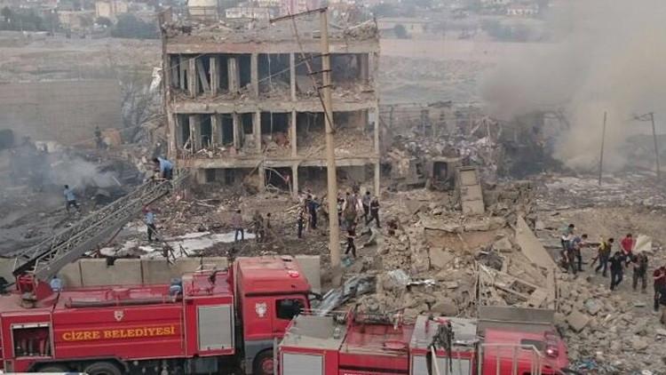 Turquía: Explosión de coche bomba junto a estación de Policía deja varios muertos y heridos