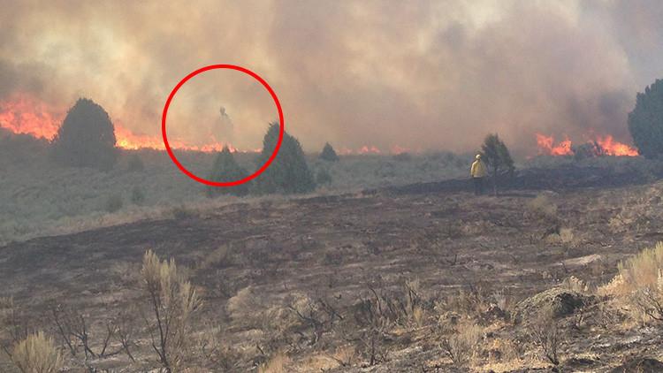 Foto: Una familia de EE.UU. fotografía un 'fantasma' en medio de un fuerte incendio