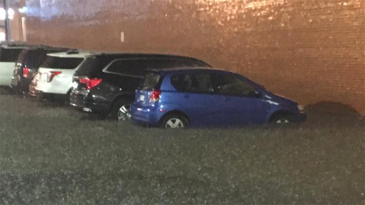Un fuerte aluvión inunda Kansas y causa pánico en la ciudad (Videos)
