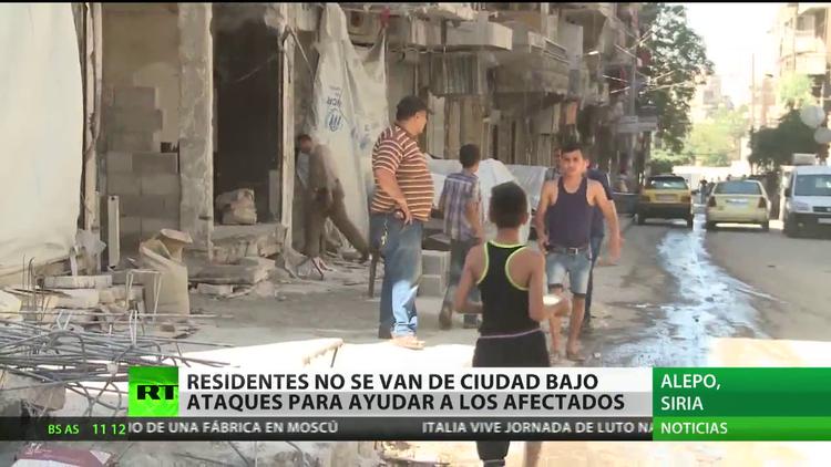 Vecinos de Alepo se resisten a dejar la ciudad bajo los ataques para ayudar a los afectados