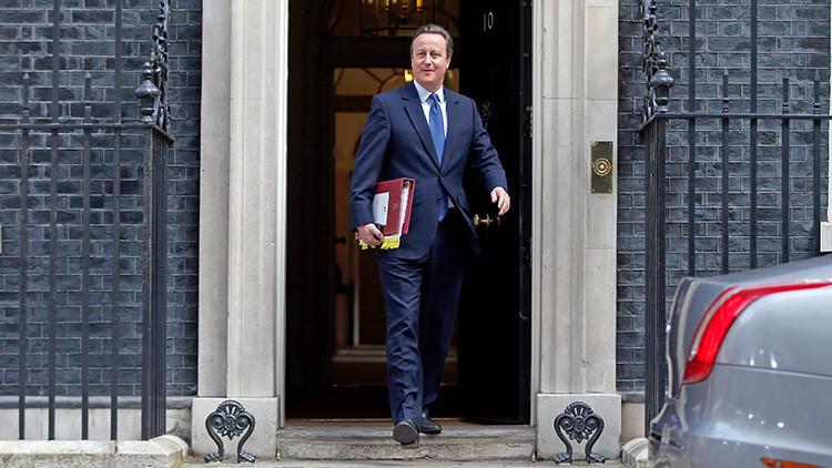 ¿Quién se acuerda de Cameron? 'Cazan' al ex primer ministro británico comiendo en la calle (foto)