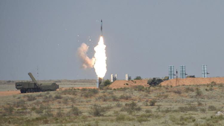 """Ayatolá Jameneí: """"EE.UU. hizo todo lo posible para privarnos del sistema de defensa antiaérea S-300"""""""