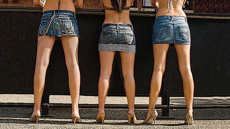 Un país recomienda a las turistas extranjeras que no lleven falda