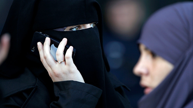 El dueño de un restaurante francés se niega a servir a dos musulmanas