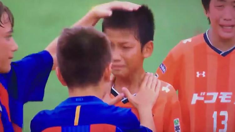 VIDEO: El gesto del equipo infantil del Barça que conmueve al mundo del fútbol