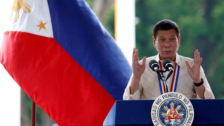 El presidente filipino, Rodrigo Duterte, hace un discurso con motivo del Día Nacional de los Héroes en la ciudad de Taguig.