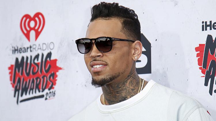 La policía acordona la casa del cantante Chris Brown tras amenazar con una pistola a una mujer
