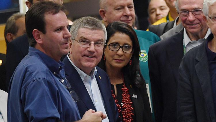 """""""Rita, ten mucho sexo aquí"""": Alcalde de Río recibe críticas tras entregar viviendas sociales (Video)"""