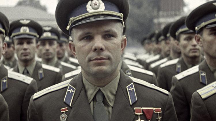 Inauguran en Buenos Aires un busto del primer cosmonauta ruso, Yuri Gagarin