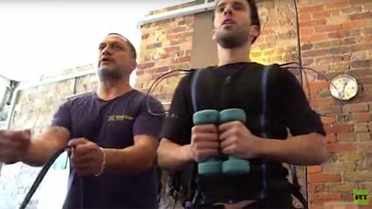 ¿El futuro del 'fitness'? Así es la impactante nueva moda que consiste en electrocutarse (VIDEO)