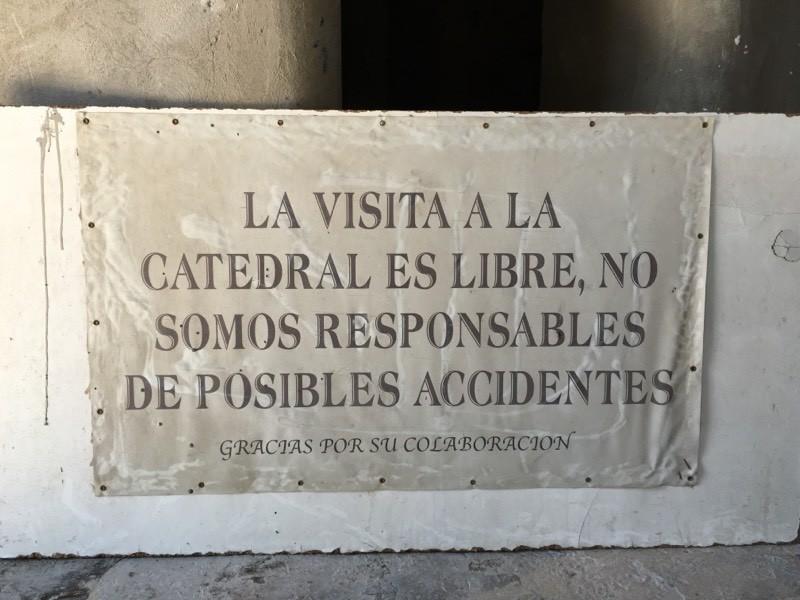 Advertencia a los visitantes.