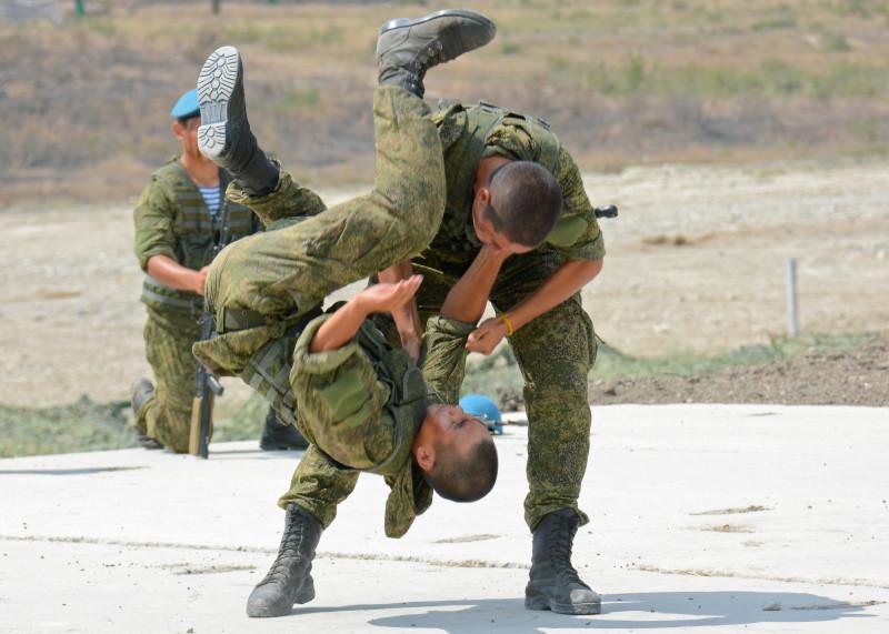 'Lucha libre' entre los soldados kazajos