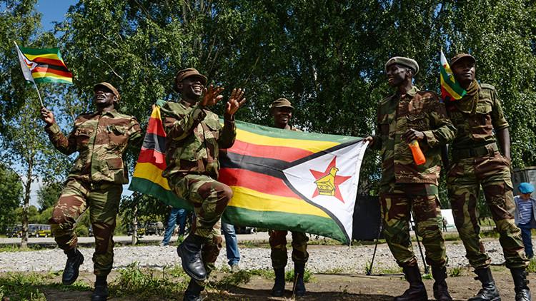 Los soldados de Zimbabue entonan lemas y bailan danzas de combate antes de competir