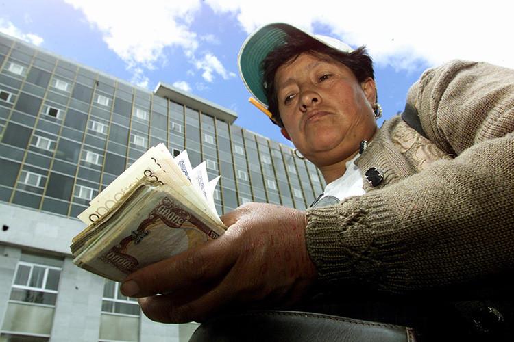 """Rafael Correa: dolarizar fue un """"suicidio"""", pero salir ahora sería un """"caos"""""""