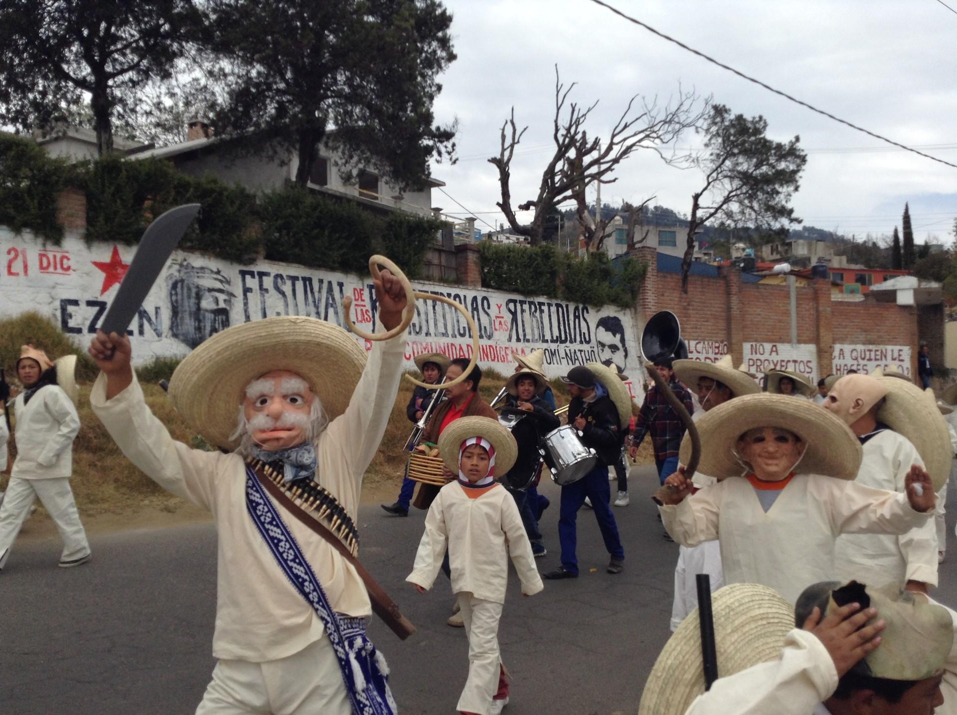 Carnaval indígena en comunidades otomíes que protestan contra la autopista Toluca-Naucalpan
