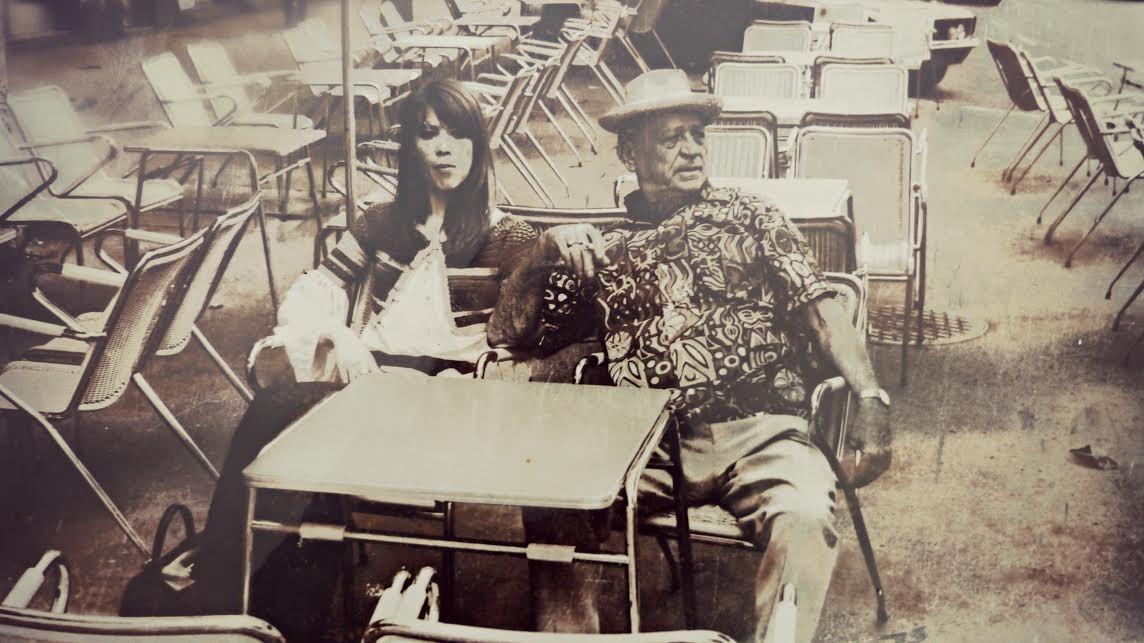 Papillon fotografiado en el Gran Café, es el único testimonio de su paso como propietario de éste local. Reproducción: Ernesto J. Navarro